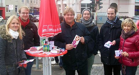 Am Infostand des SPD-Ortsvereins Südstadt-Bult am Stephansplatz