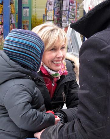 Doris Schröder-Köpf unterwegs im Wahlkampfendspurt